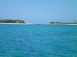 Click image for larger version  Name:Frozen, Alders Cays anchorage.jpg Views:577 Size:395.1 KB ID:100595