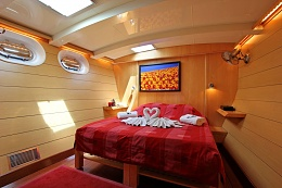 Click image for larger version  Name:DOUCE FRANCE - Guest cabin.jpg Views:103 Size:105.0 KB ID:102050