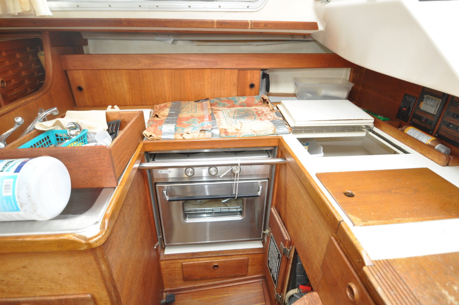 Click image for larger version  Name:Sabre 34 Centerboard 1983 $10K Galley.jpg Views:163 Size:245.6 KB ID:102902