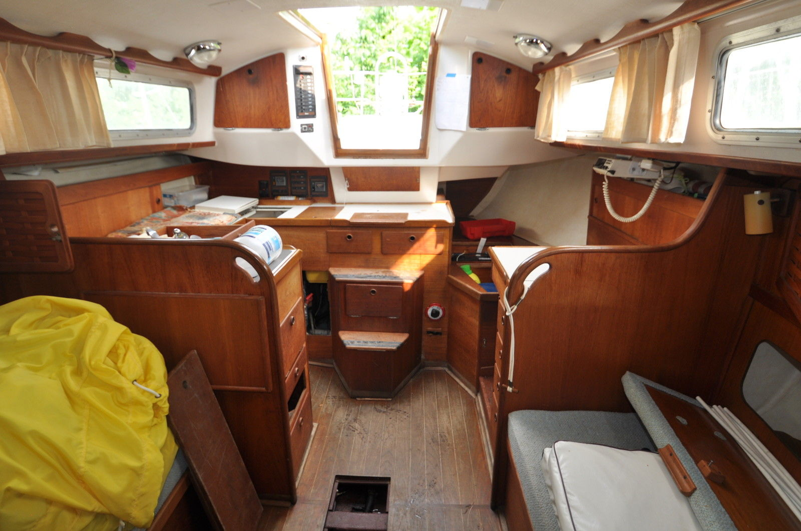Click image for larger version  Name:Sabre 34 Centerboard 1983 $10K Saloon.jpg Views:116 Size:220.4 KB ID:102905