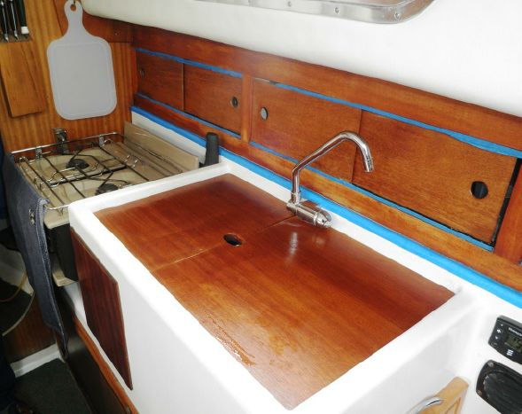 Click image for larger version  Name:Westerly Centaur 26ft 1979 $17K galley.jpg Views:205 Size:46.2 KB ID:103939