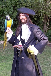 Click image for larger version  Name:pirate jacksmller with Parrot.jpg Views:156 Size:77.3 KB ID:105084
