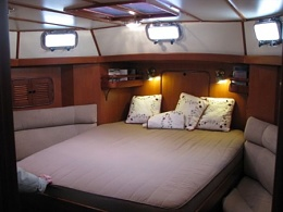 Click image for larger version  Name:SlideShowSize-Cruising-Racing-Sailboat-Accommodations-106283-Tayana-48-Songlines-Aft-Cabin.jpg Views:284 Size:90.0 KB ID:106800