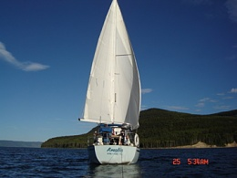 Click image for larger version  Name:Stern - under sail.jpg Views:196 Size:34.0 KB ID:107160