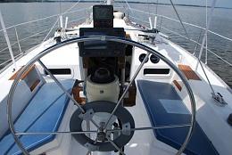 Click image for larger version  Name:Hunter 34 1983 EBayBIN $22K cockpit.jpg Views:663 Size:70.3 KB ID:109155