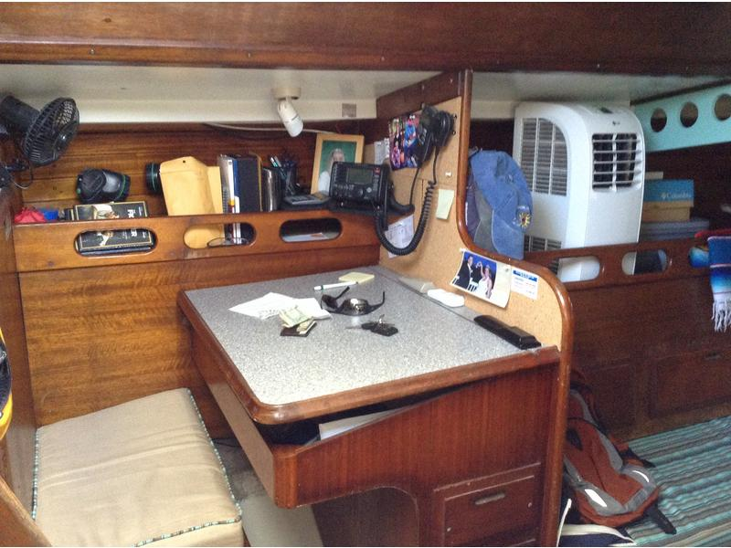 Click image for larger version  Name:Ericson 37 1974 Flush Deck $18K SBL nav.jpg Views:340 Size:77.0 KB ID:110252