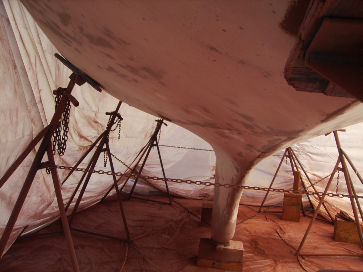 Click image for larger version  Name:stripped hull.jpg Views:101 Size:286.0 KB ID:11032