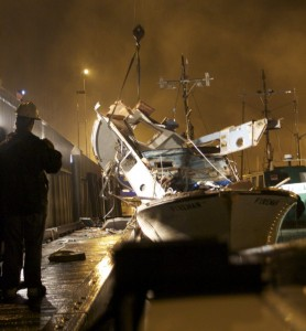 Click image for larger version  Name:boat-explosion2.jpg Views:79 Size:21.9 KB ID:110788