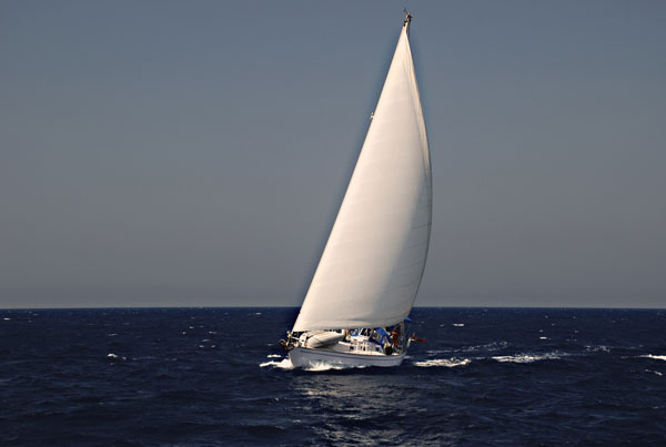 Click image for larger version  Name:alif-under-sail.jpg Views:100 Size:24.0 KB ID:11332