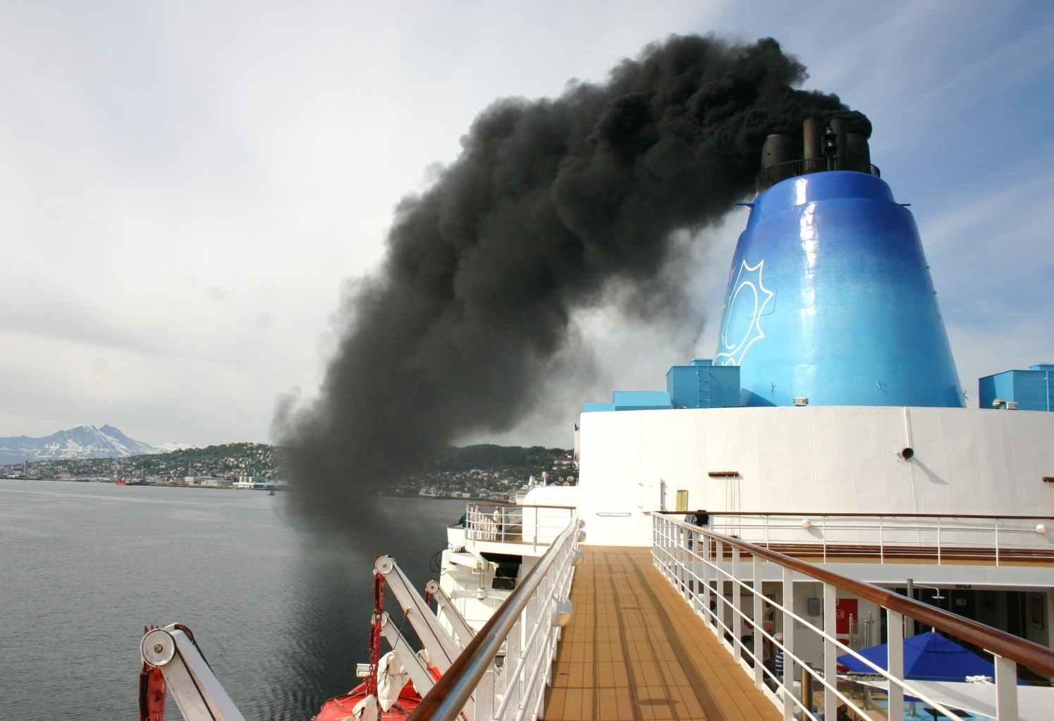 Click image for larger version  Name:Leaving%20Tromso.jpg Views:95 Size:401.1 KB ID:115064
