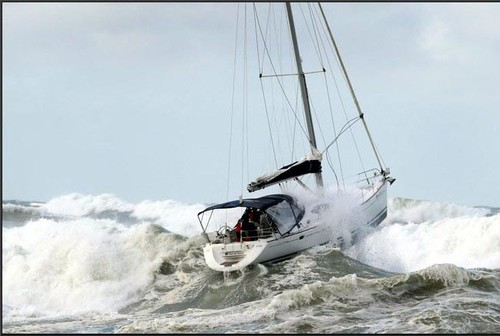 Click image for larger version  Name:Med_Yacht%201.jpg Views:148 Size:37.9 KB ID:11617