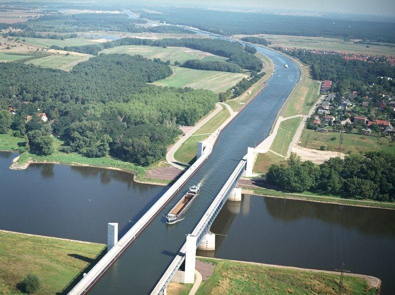 Click image for larger version  Name:Magdeburg-Water-Bridge-0[6].jpg Views:87 Size:148.4 KB ID:116215