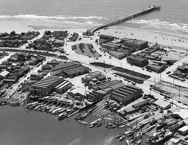 Click image for larger version  Name:newport pier 1940.jpg Views:31 Size:148.7 KB ID:117011