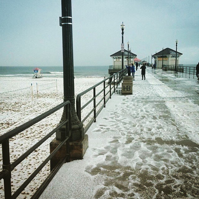 Click image for larger version  Name:huntington beach snow.jpg Views:36 Size:122.9 KB ID:118243