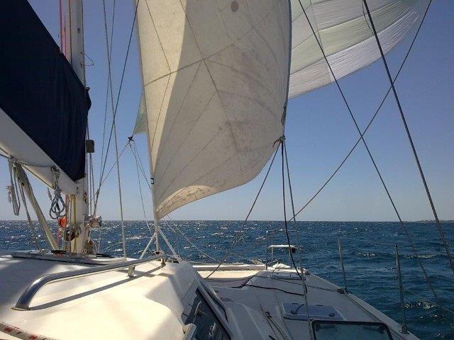 Click image for larger version  Name:Sails_Genoa&Reacher_BroadRchng-DblHead.jpg Views:95 Size:52.6 KB ID:118933