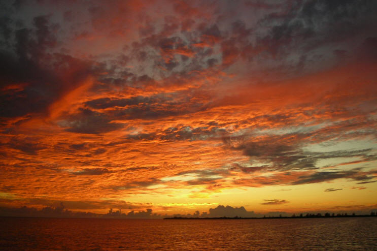 Click image for larger version  Name:Sunset1.jpg Views:80 Size:61.4 KB ID:12076