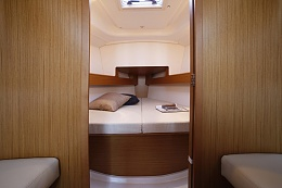 Click image for larger version  Name:boat-Sun-Odyssey_33i_20100906230049.jpg Views:199 Size:102.2 KB ID:120882
