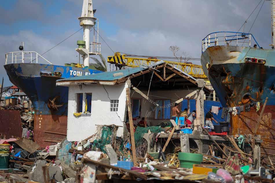 Click image for larger version  Name:20131111_tacloban_boat-fsj.jpg Views:210 Size:74.5 KB ID:121715