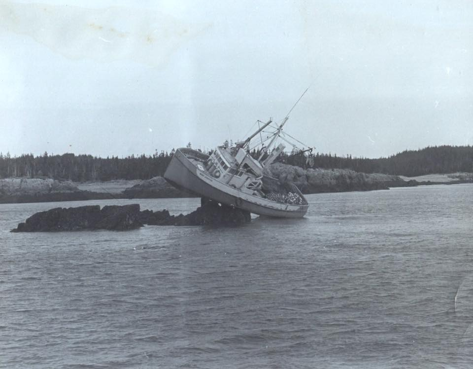 Click image for larger version  Name:Aground.jpg Views:216 Size:61.1 KB ID:121717