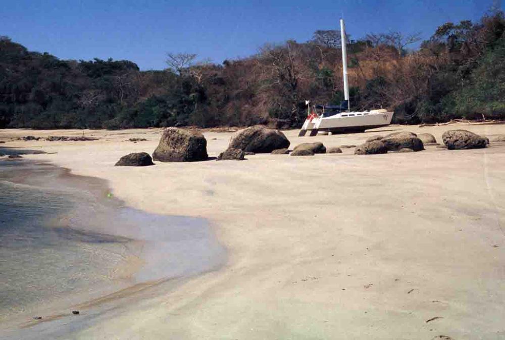 Click image for larger version  Name:Beaching-of-Suvarov,-Las-Perlas,-Panama02-copy.jpg Views:229 Size:170.7 KB ID:12525