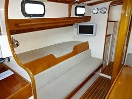 Click image for larger version  Name:Cape George 36 1975 $100k Saloon settee.jpg Views:392 Size:47.6 KB ID:126409