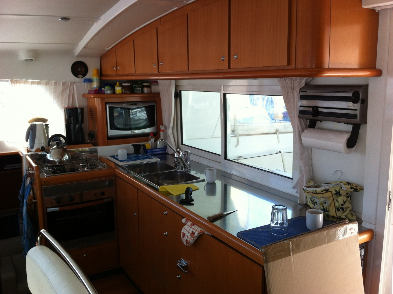 Click image for larger version  Name:Galley with stainless bench.jpg Views:2068 Size:406.8 KB ID:131939