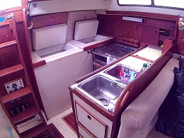 Click image for larger version  Name:galley and companionway.jpg Views:760 Size:103.6 KB ID:138548