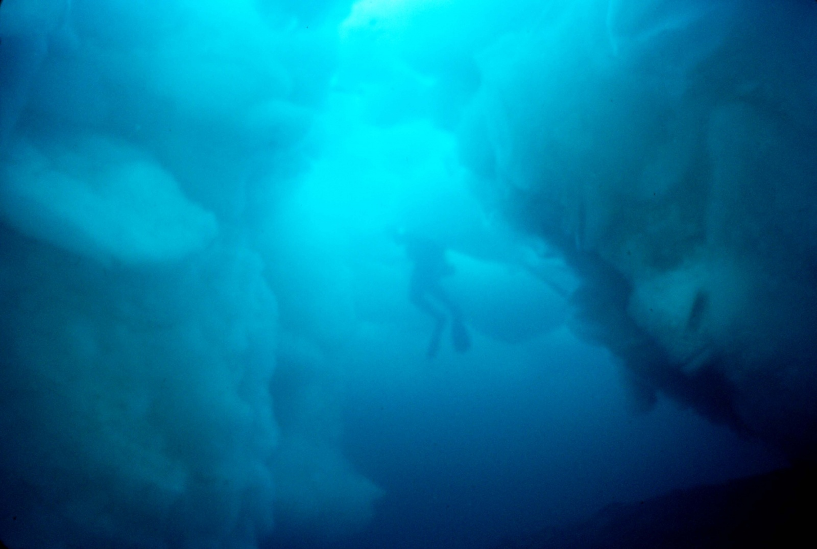 Click image for larger version  Name:Ice Diving in Superior sm.jpg Views:25 Size:269.3 KB ID:143193