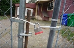 Click image for larger version  Name:yes dear i locked the gate.jpg Views:198 Size:63.8 KB ID:144124