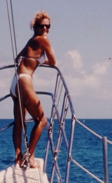 Click image for larger version  Name:LeslieInBowsprit2.jpg Views:5538 Size:36.0 KB ID:15723