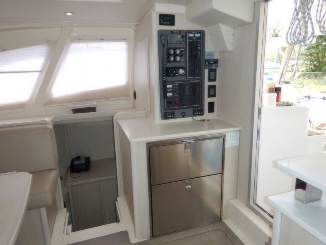 Click image for larger version  Name:Main Saloon & Galley (2).jpg Views:612 Size:66.0 KB ID:160329