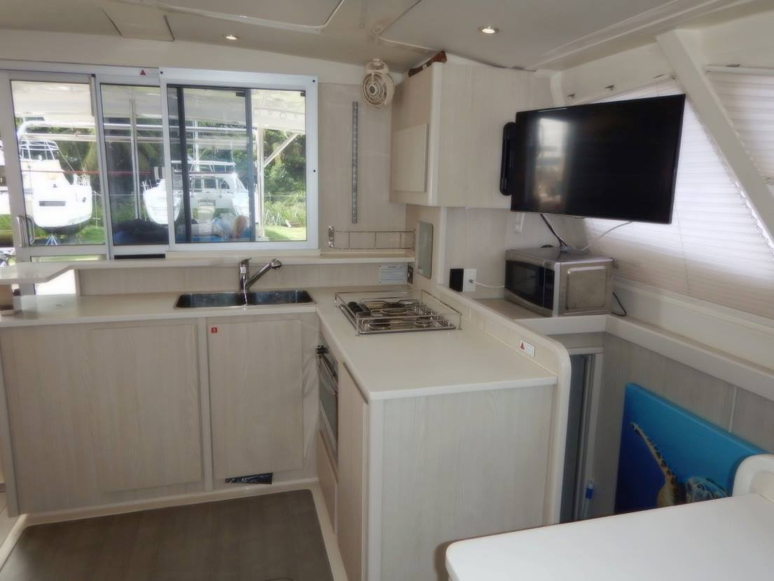 Click image for larger version  Name:Main Saloon & Galley (9).jpg Views:623 Size:66.7 KB ID:160330