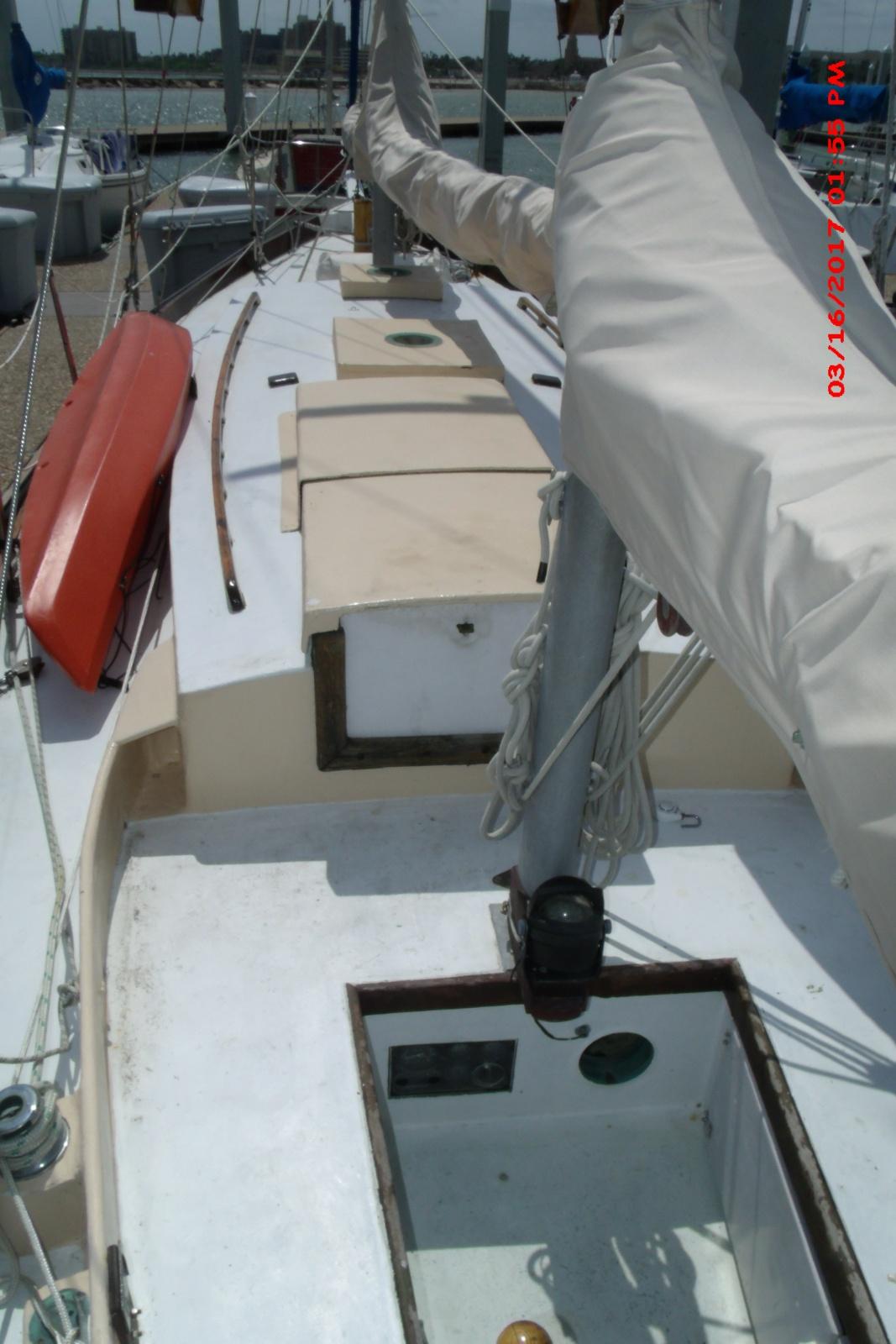 Click image for larger version  Name:cockpit.jpg Views:130 Size:379.8 KB ID:161806