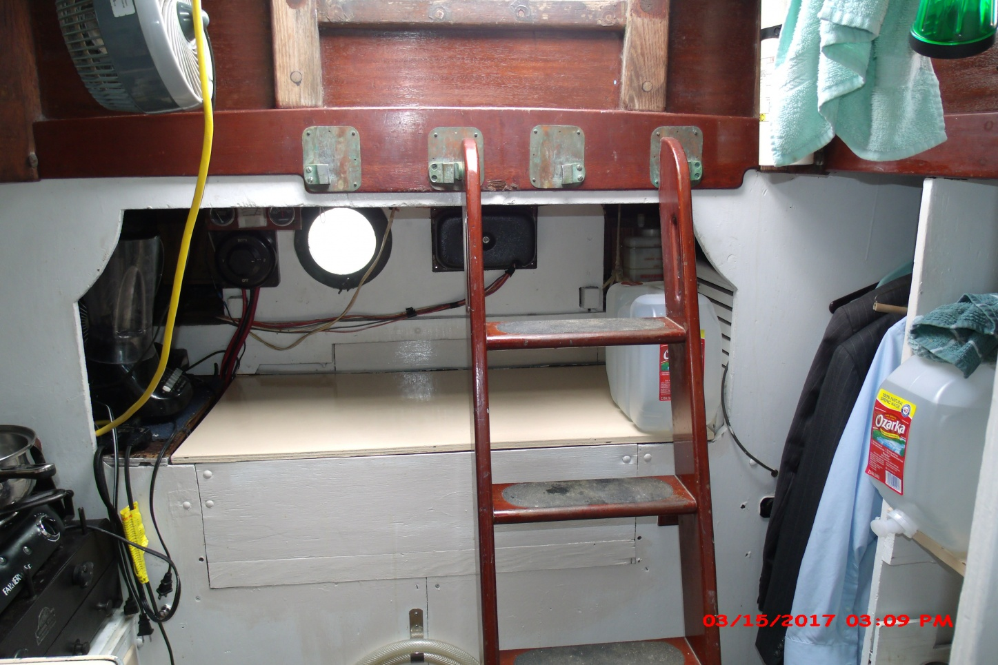 Click image for larger version  Name:companionway.jpg Views:152 Size:411.7 KB ID:161807