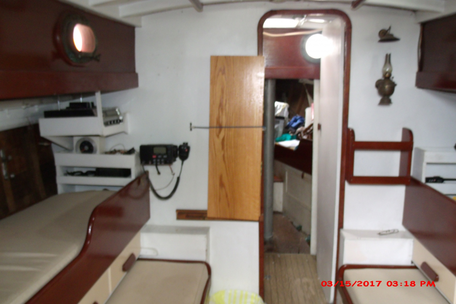 Click image for larger version  Name:from companionway looking foreward.jpg Views:137 Size:336.7 KB ID:161808
