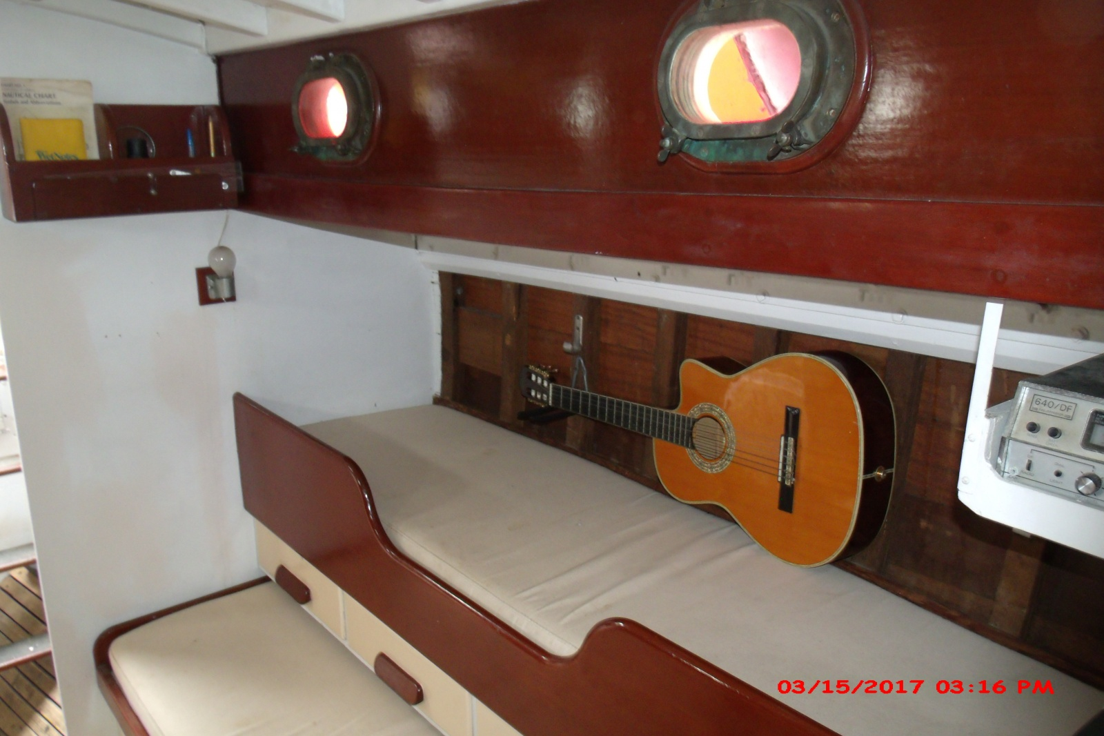 Click image for larger version  Name:portside main cabin.jpg Views:133 Size:380.2 KB ID:161809