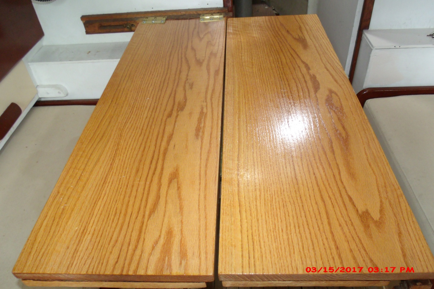 Click image for larger version  Name:closeup oak table.jpg Views:122 Size:409.9 KB ID:161811