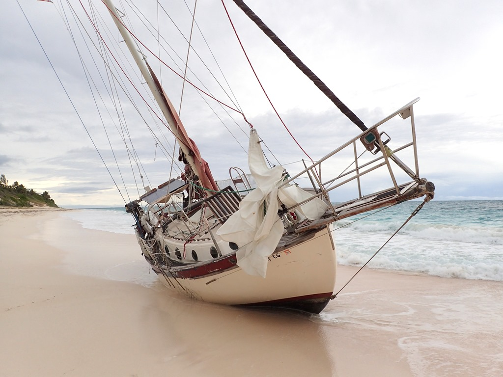 Click image for larger version  Name:Ellipsis beached 2.jpg Views:1149 Size:166.7 KB ID:161952
