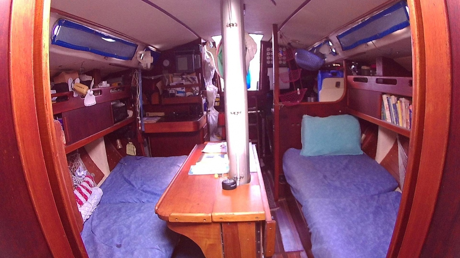Click image for larger version  Name:Hawkeye - salon looking aft.jpg Views:118 Size:411.5 KB ID:164028