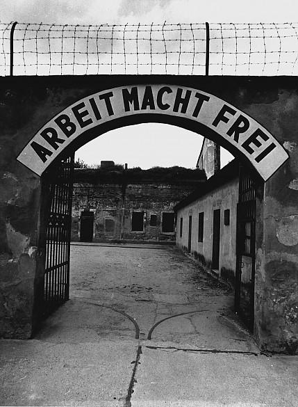 Click image for larger version  Name:theresienstadt_mit_dem_schild_arbeit_macht_frei_original.jpg Views:74 Size:95.2 KB ID:166152