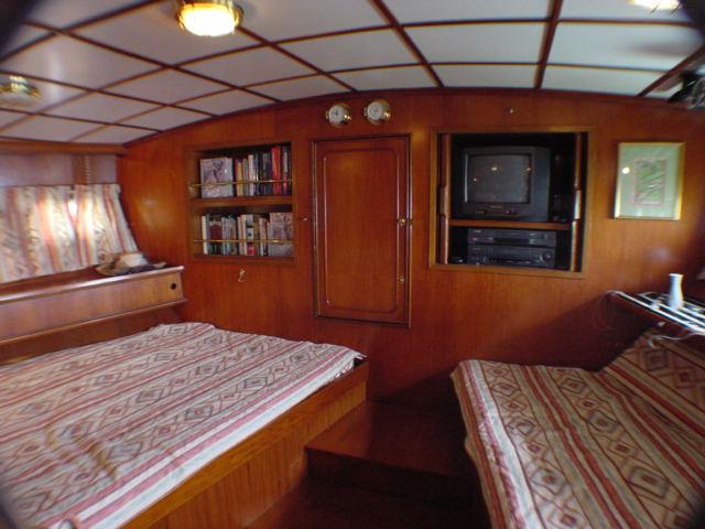 Click image for larger version  Name:Stargazer aft cabin facing lazarette.JPG Views:110 Size:59.8 KB ID:17242