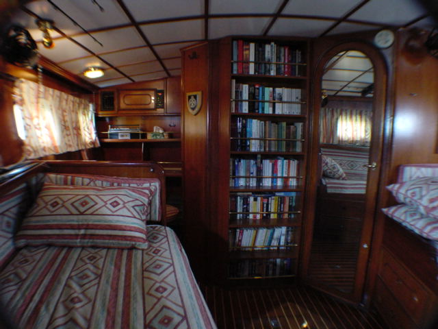 Click image for larger version  Name:aft cabin facing forward.JPG Views:114 Size:61.1 KB ID:17243