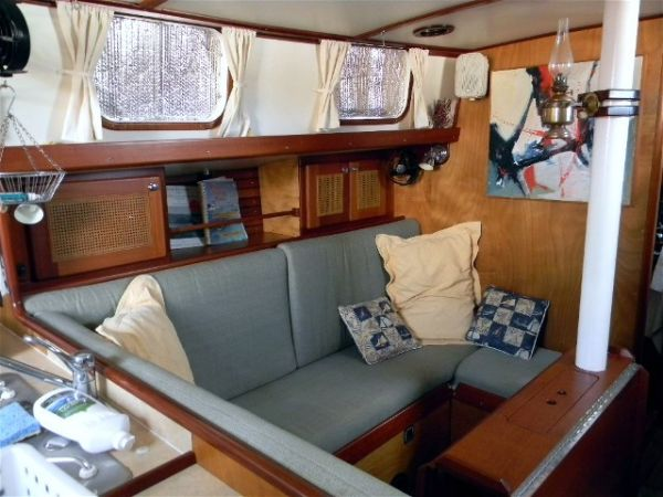 Click image for larger version  Name:port settee.jpg Views:72 Size:51.0 KB ID:17531
