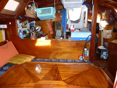 Click image for larger version  Name:salon looking at companionway.jpg Views:330 Size:58.4 KB ID:175575