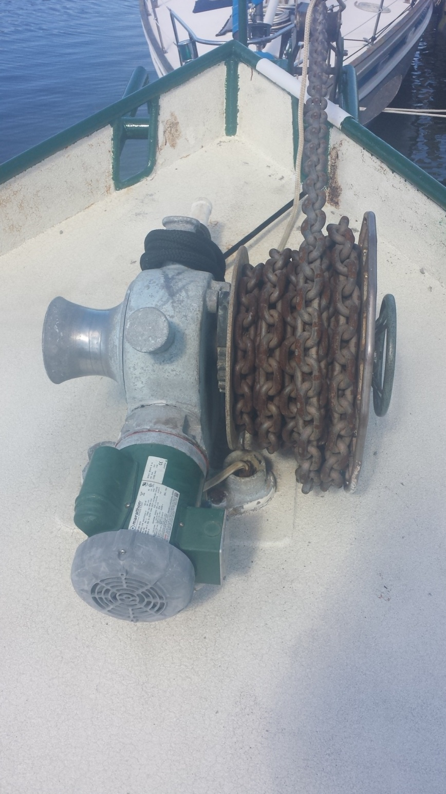 Click image for larger version  Name:windlass with chain(1).jpg Views:152 Size:403.7 KB ID:175747