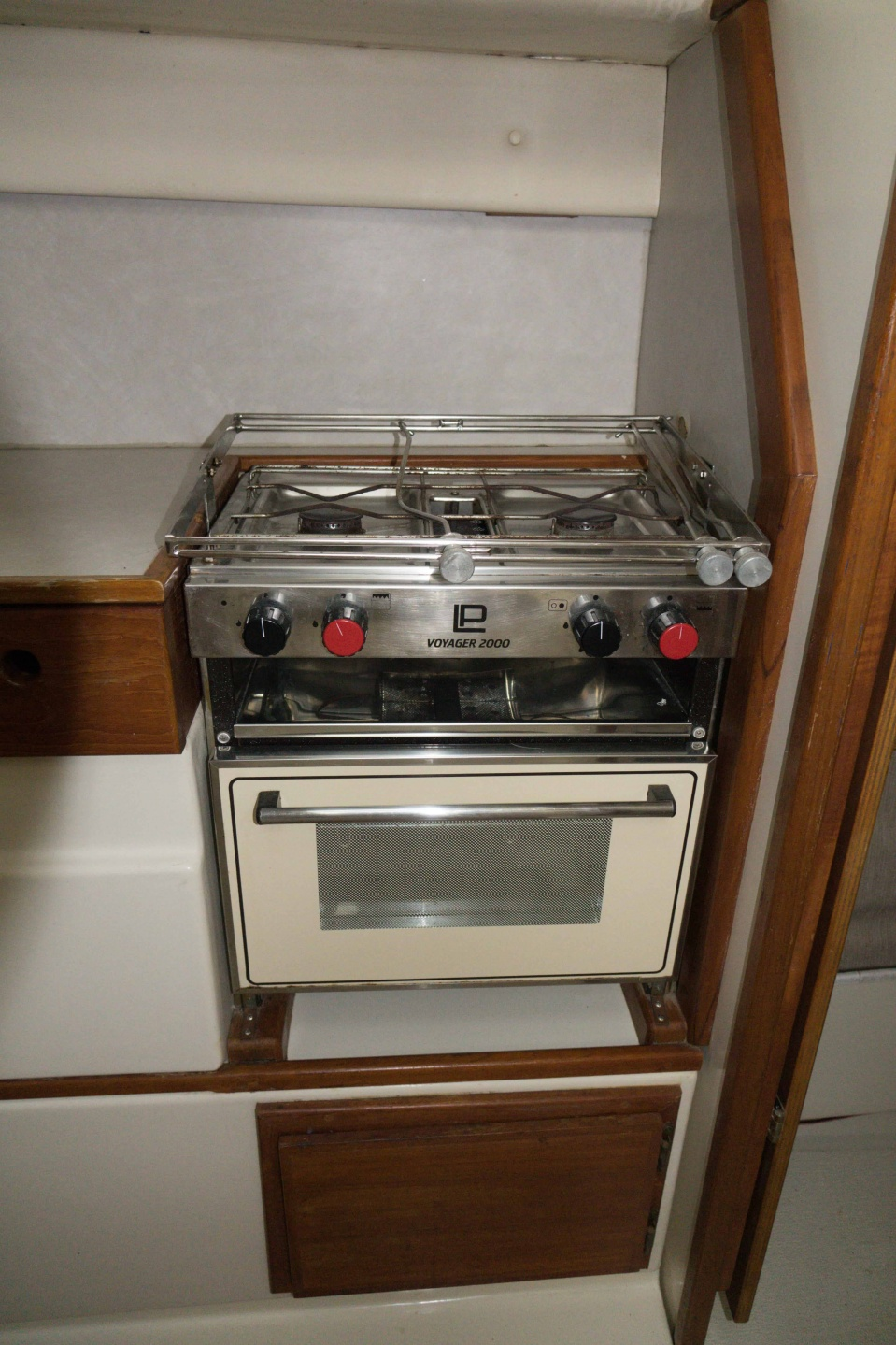 Click image for larger version  Name:1997_Gemini_105_Galley_Stove.jpg Views:483 Size:401.4 KB ID:176079