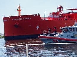 Click image for larger version  Name:ethylelne carrier under USCG escort.jpg Views:150 Size:303.3 KB ID:177262