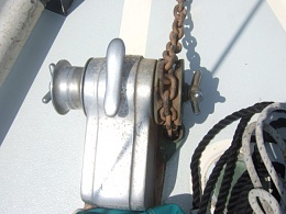 Click image for larger version  Name:windlass2.jpg Views:403 Size:43.2 KB ID:17869
