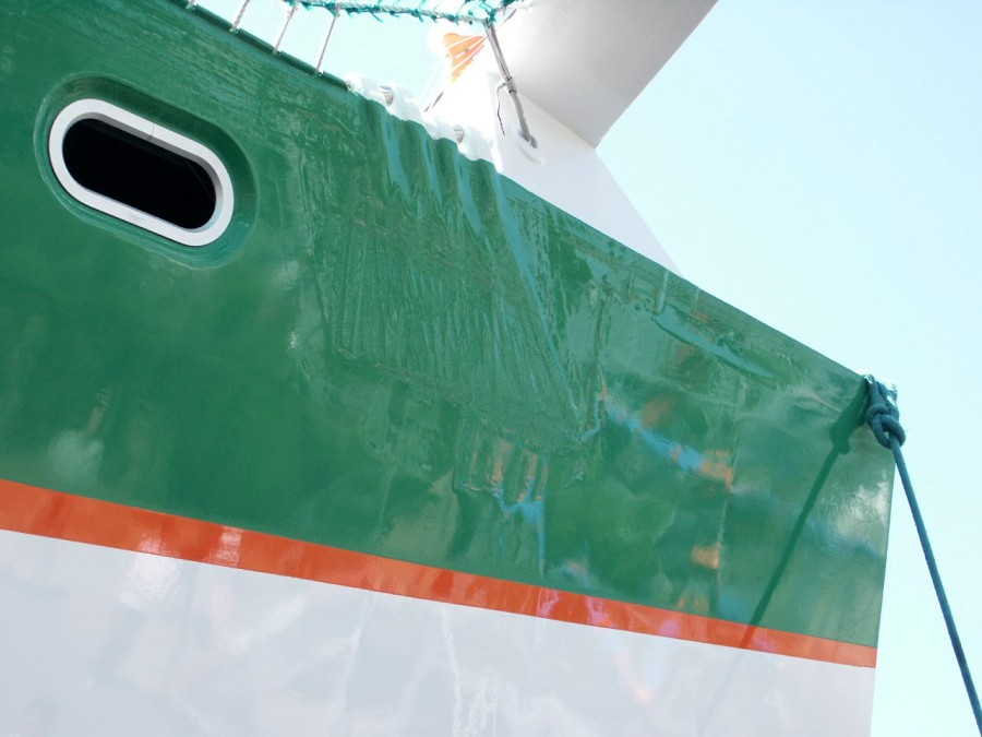 Click image for larger version  Name:Groupama%20showing%20her%20carbon.jpg Views:140 Size:105.6 KB ID:18320