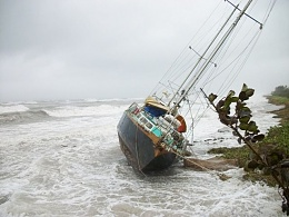 Click image for larger version  Name:Ketch on the beach.jpg Views:181 Size:67.0 KB ID:18833